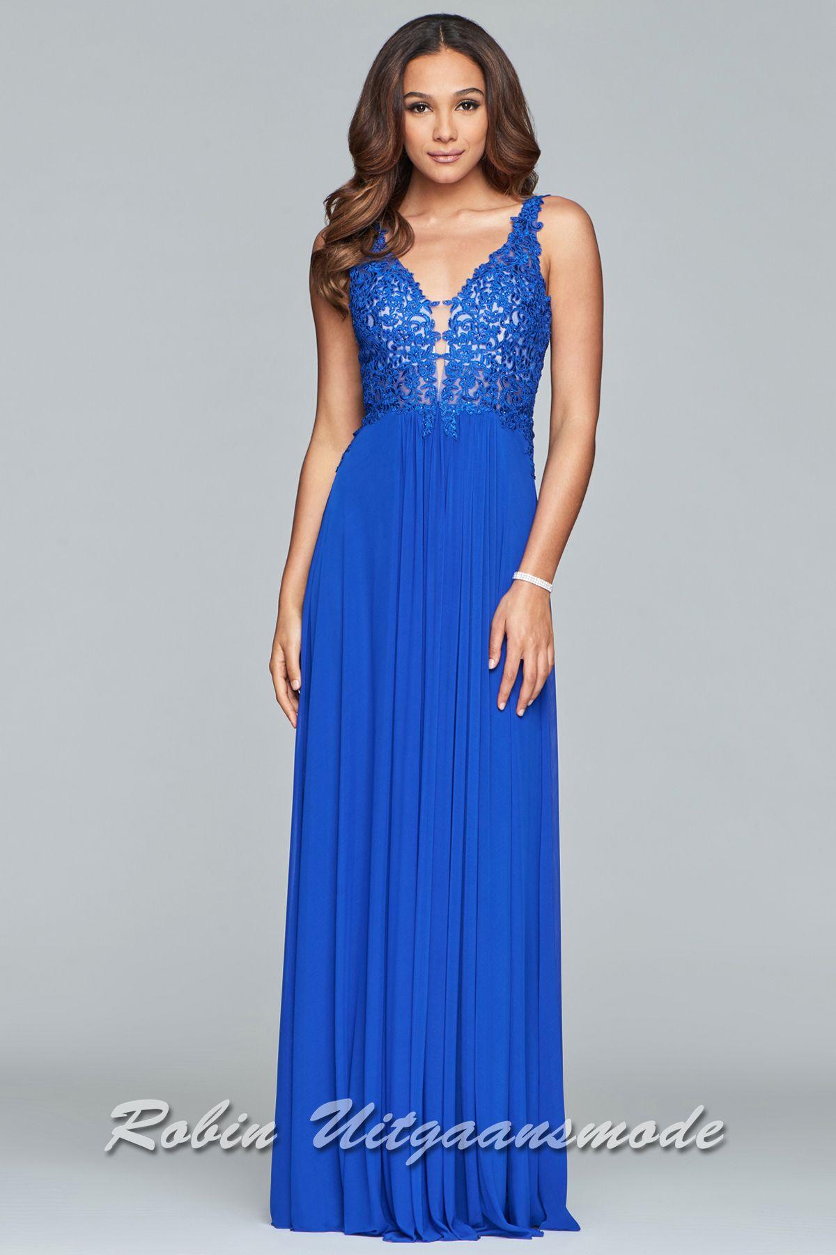 ccce996ceb0c92 Bruidsmeisjes jurk met kanten lijfje en fraai uitgesneden V-hals en luxe  tricot rok verkrijgbaar