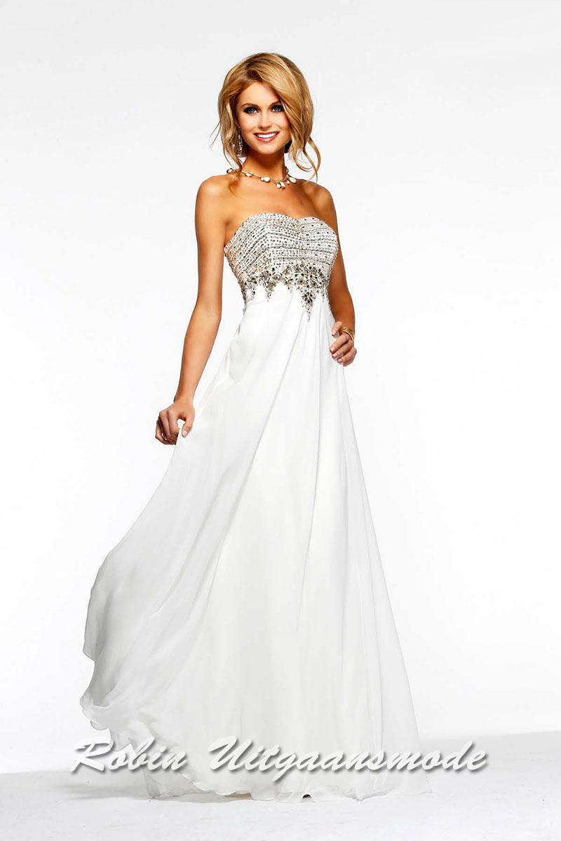 6fe410bbf09894 Moderne goedkope bruidsjurken strapless jurk versierd met goud gekleurde  kraaltjes en soepel vallende rok  sale